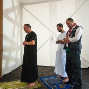 Spejdere til fredagsbøn i moskeen på Spejdernes Lejr 2012. Foto: Jens Thybo